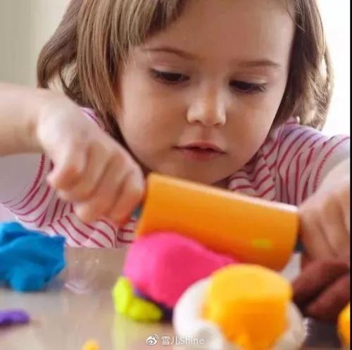 孩子太粘人?试试让孩子学会自己玩!